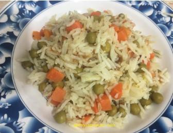 אורז אפונה וגזר עם בצל