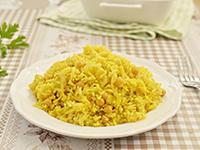 אורז צהוב עם גרגירי חומוס ובצל