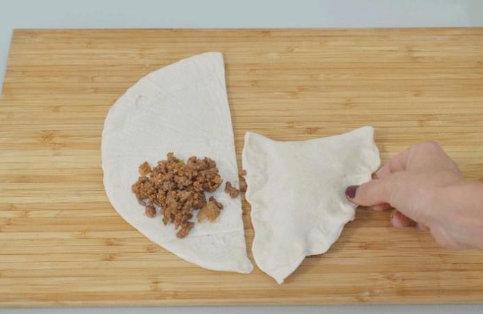 בורקס בשר מבצק מלוואח