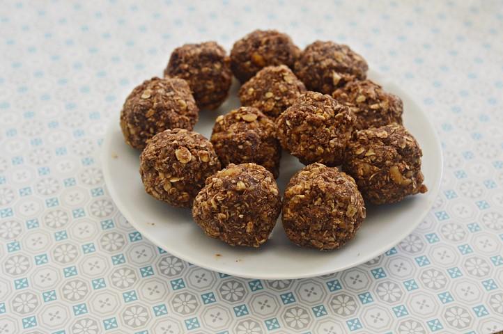 מתכון כדורי קוואקר ושוקולד ללא אפיה