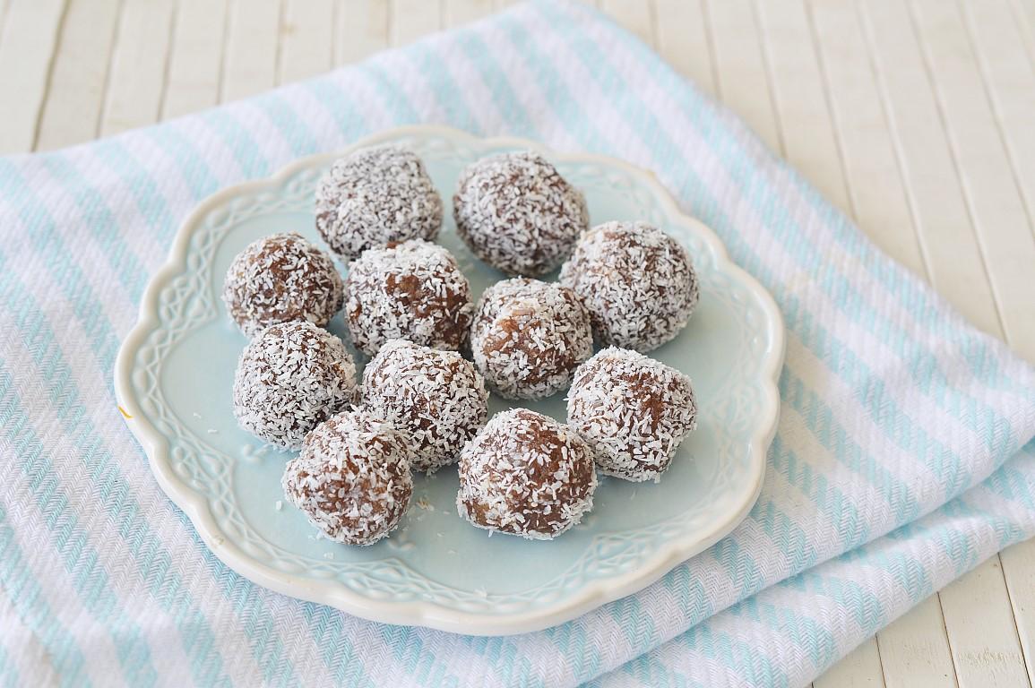 כדורי תמרים בטעם שוקולד
