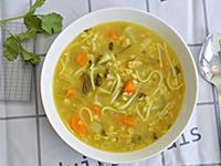 מרק ירקות עם גריסים ועדשים