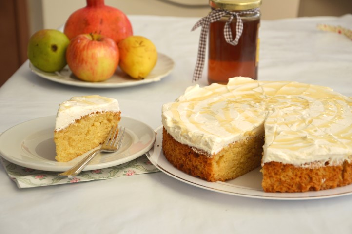 עוגת דבש חגיגית עם קרם