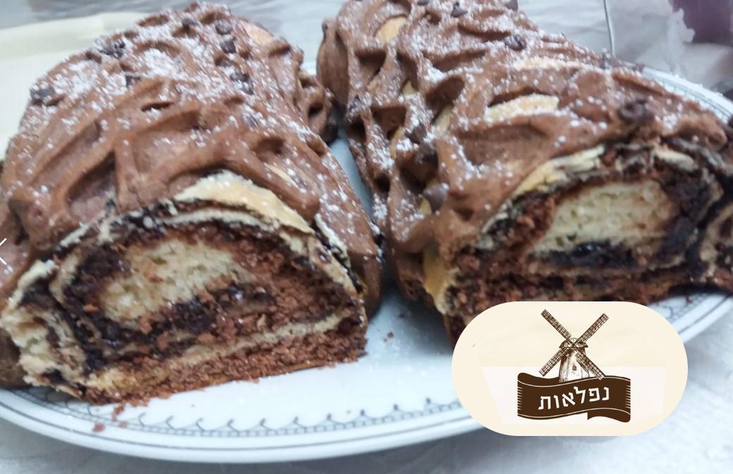 עוגת שמרים רשת ממולאת בשוקולד ועוגיות ביסקויט