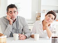 השתיקות בזוגיות הופכות לפצצה