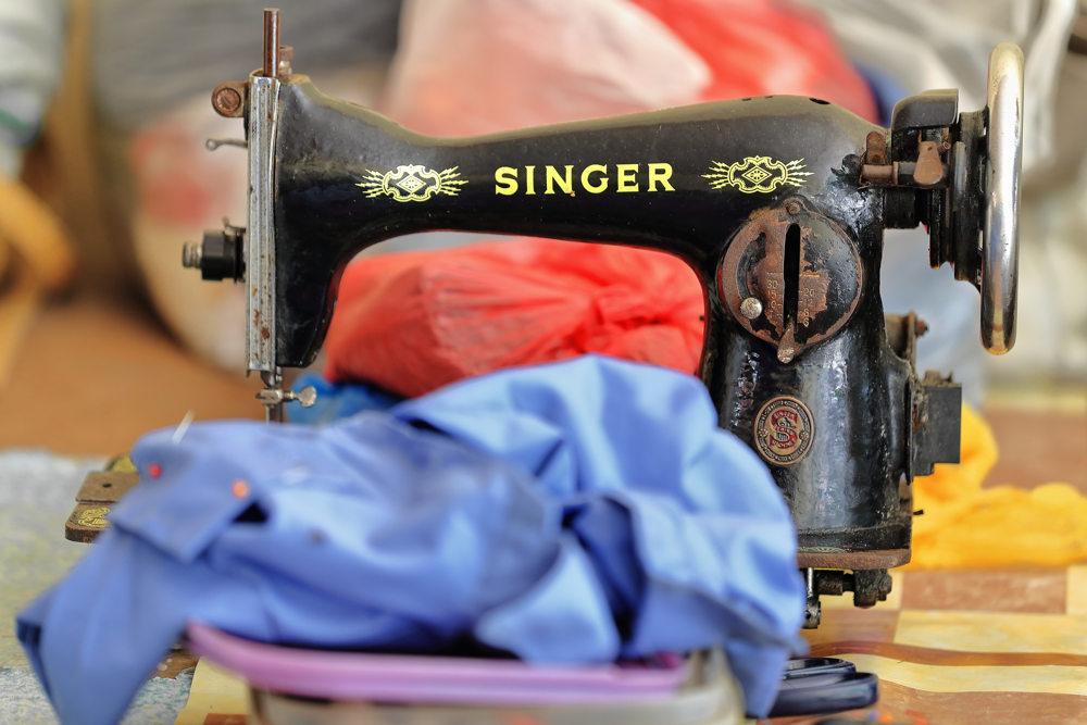 מכונת תפירה זינגר- מכונת תפירה עם אבא